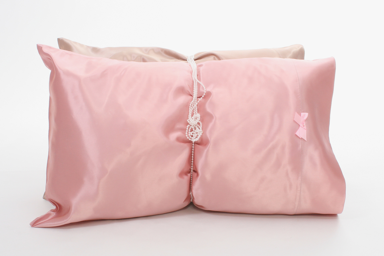 Pearl Collection features our top-of-the-line satin pillowcases. Same eco-friendly satin body adorned with a miniature pearl in the center of a matching satin bow. Lush, hydrating and anti-absorbent. Lock in moisture overnight. Two enchanting colors: (pink) Petal Pusher and( taupe) St. Tropez.