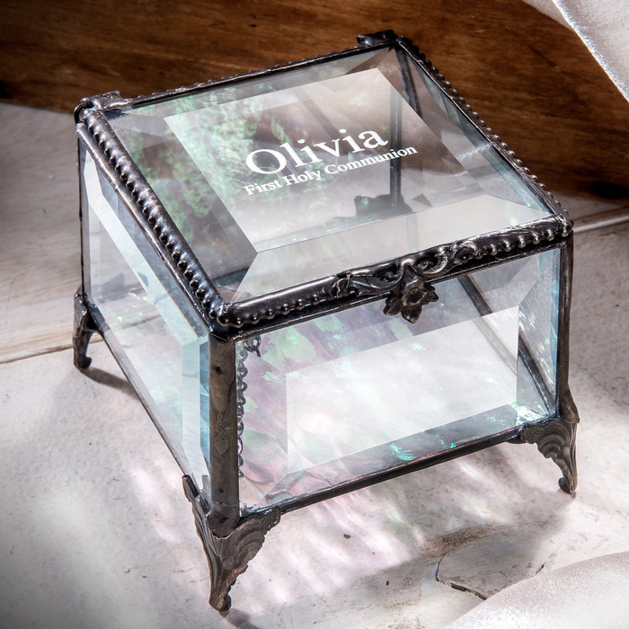 Choose what text to engrave for this personalized First Communion gift!