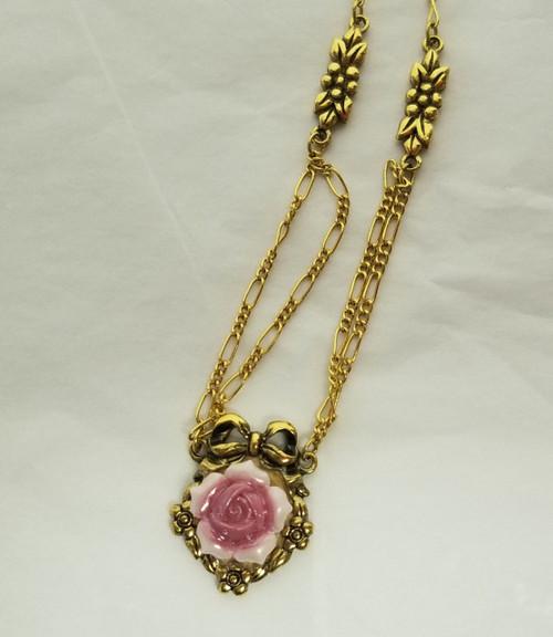 Vintage AVON 1992 Gold Tone Porcelain Rose Necklace