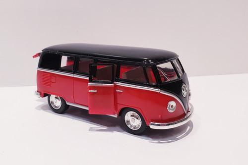 1962 Volkswagen Classical Bus (Red/Black-Top) 1:32 Scale