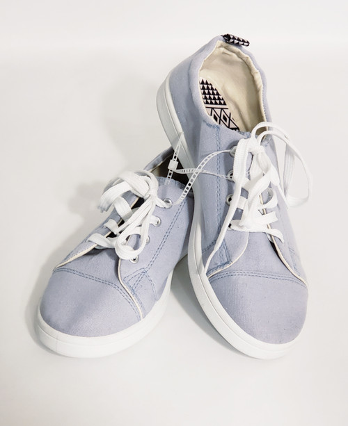Qupid Shoes   Canvas Front Lace-Up    Youth Size 7