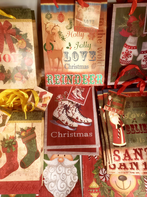 34ct  - Christmas Gift Bag Assortment