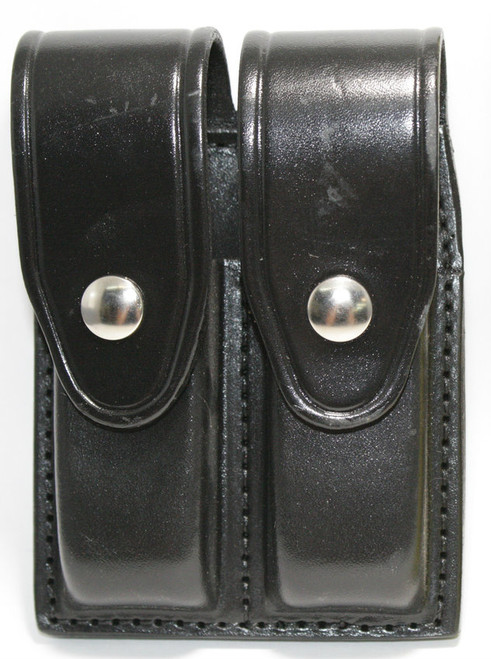 Gould & Goodrich Leather Magazine Pouch holds (2) double stack magazines. This pouch has nickel snaps.