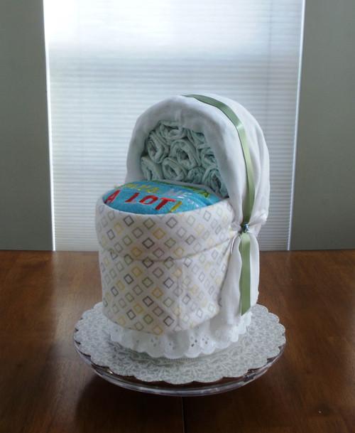 Grandma Loves Me A lot! Unisex bassinet diaper cake
