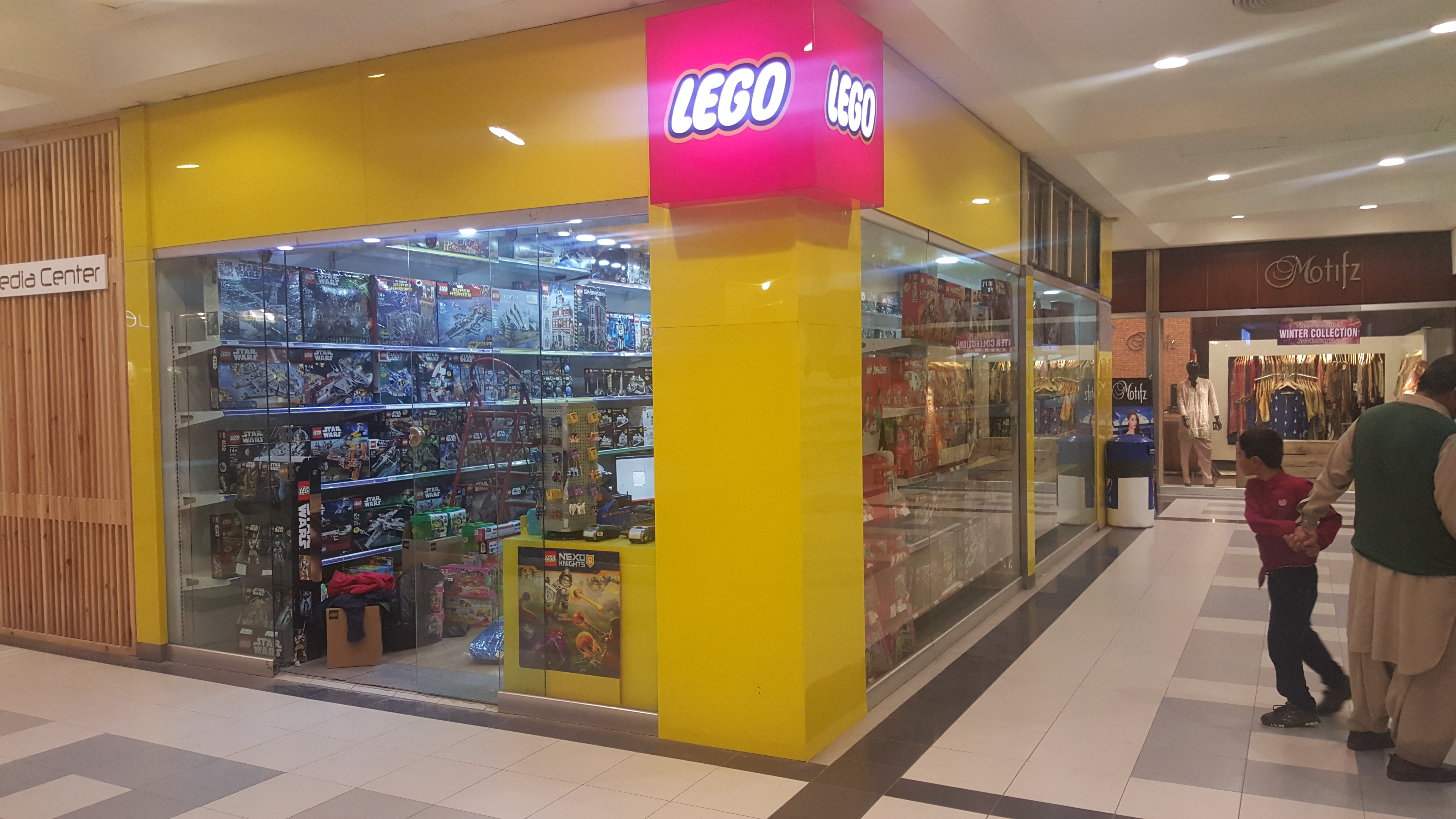 new-lego-shop1.jpg