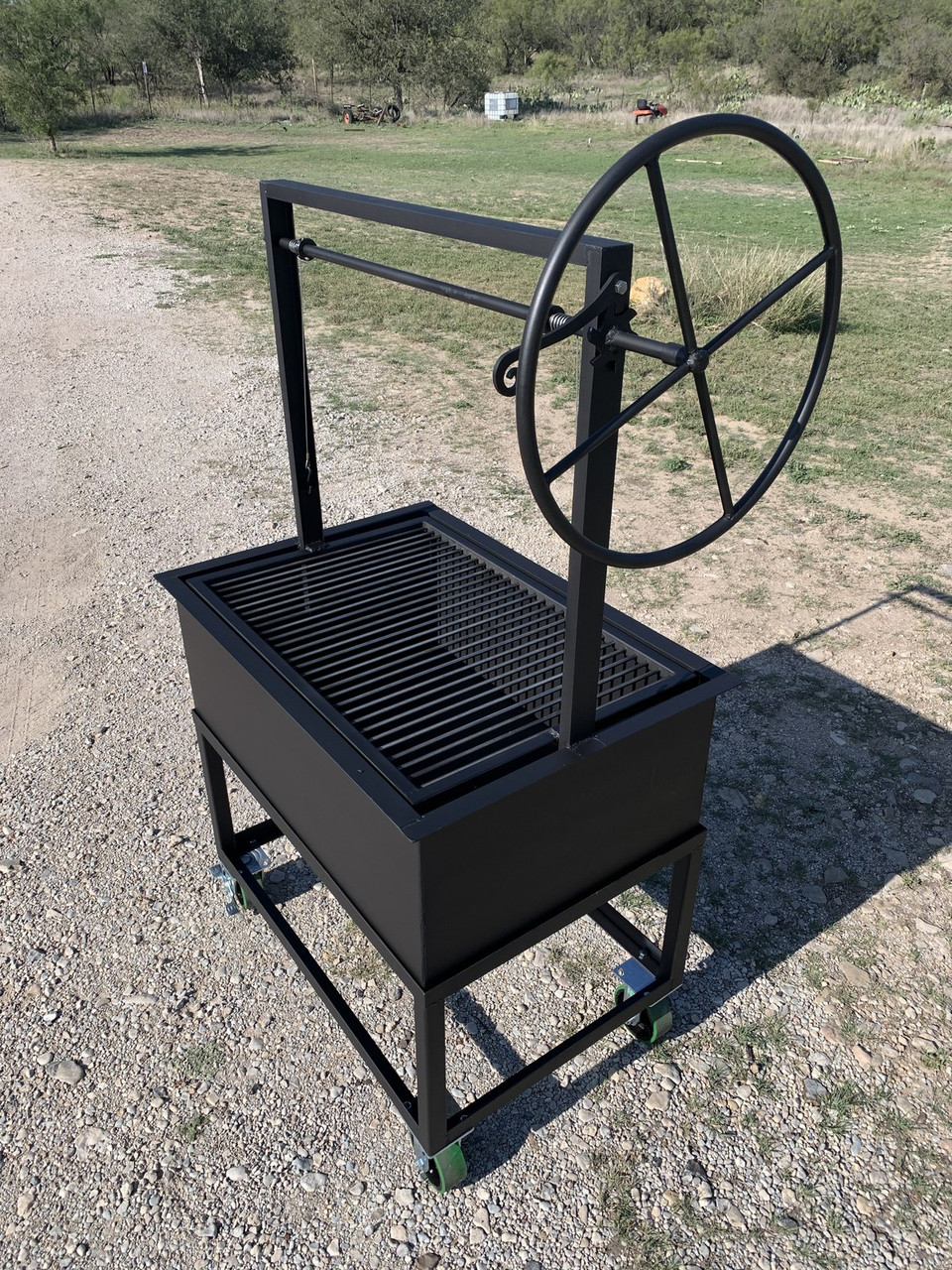 Santa Maria Grill with Cart and 4 casters adjustable Grate