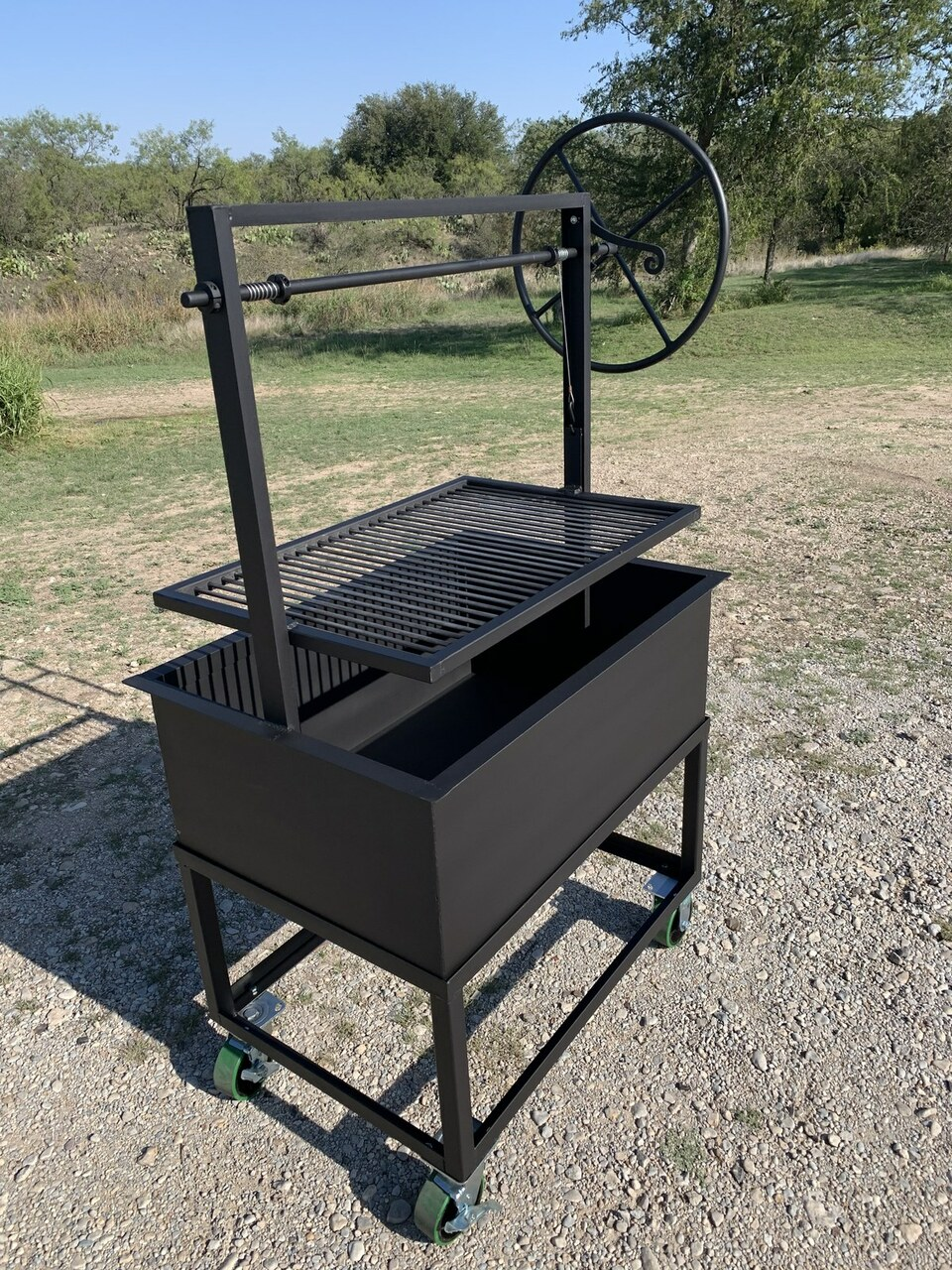 Santa Maria Grill with Cart with adjustable grill grate