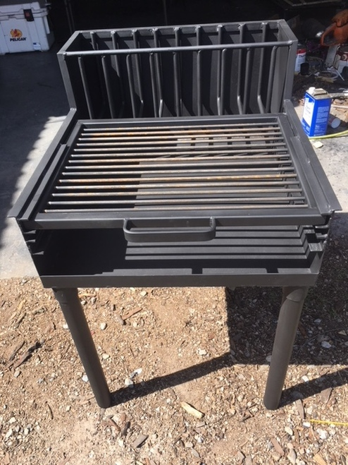 Adjustable Grate Armado with Brasero