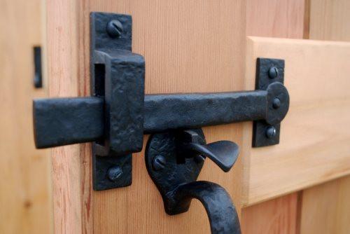 Thumb gate latches