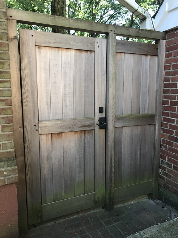 bronze-double-cylinder-deadbolt-on-cedar-gate.jpg