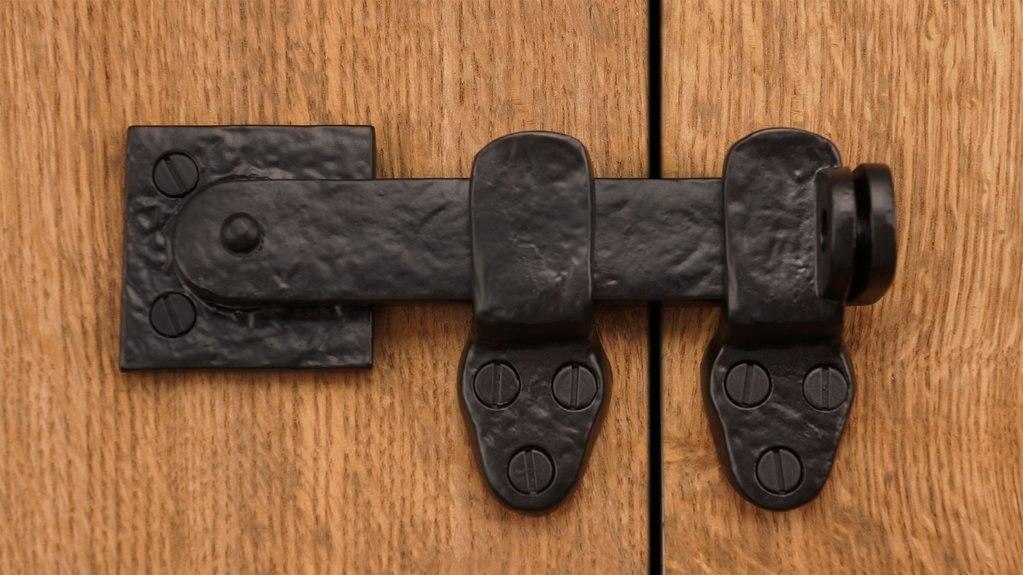 Cast Iron Lockable Flip Gate Latch