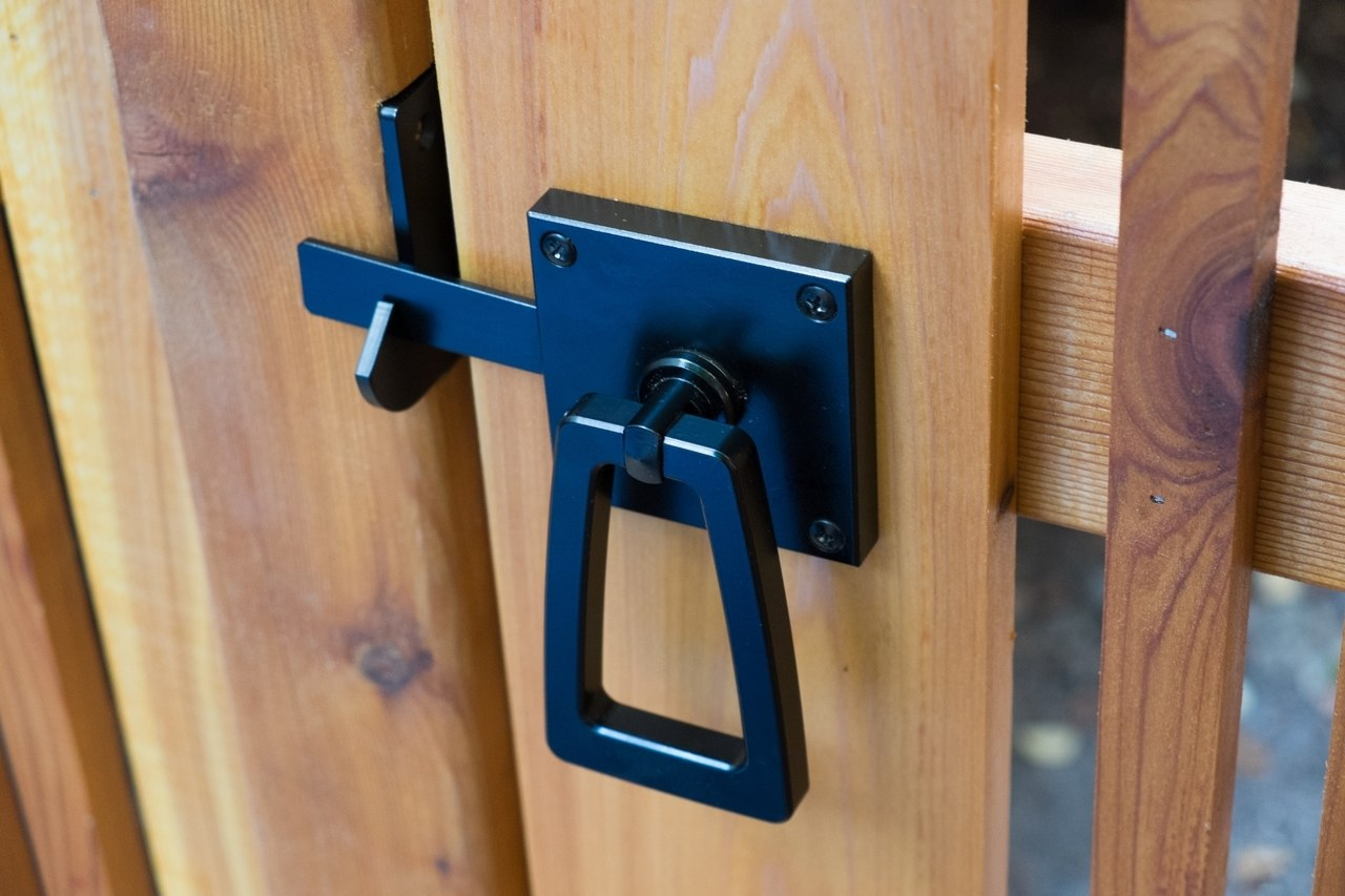 Modern gate hardware package with tapered ring installed