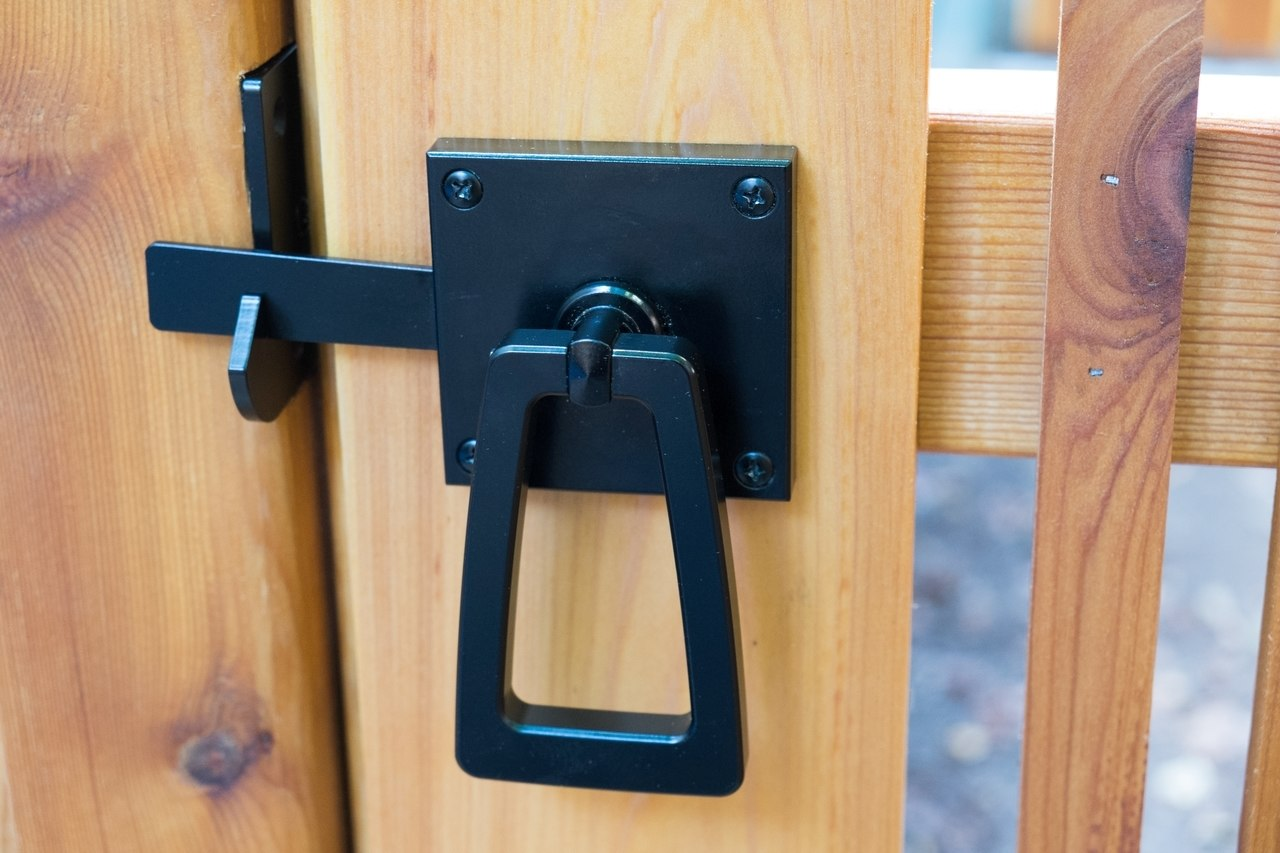 Modern gate hardware package with tapered ring installed closeup