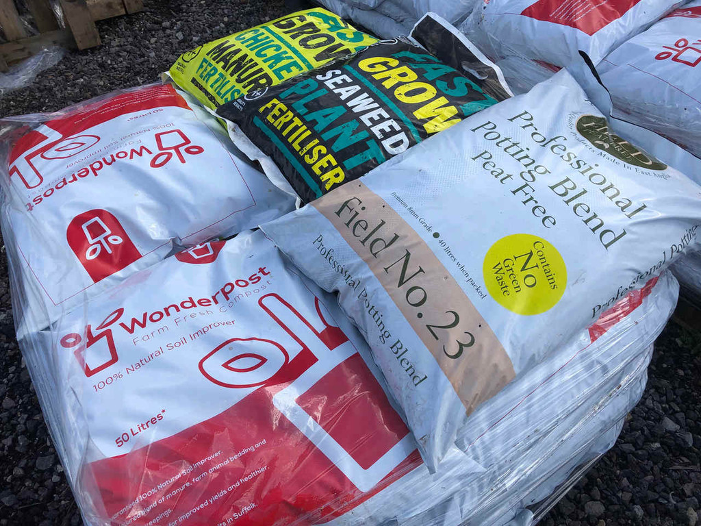 Wonderpost Soil Improvement Compost and Fertiliser Bundle