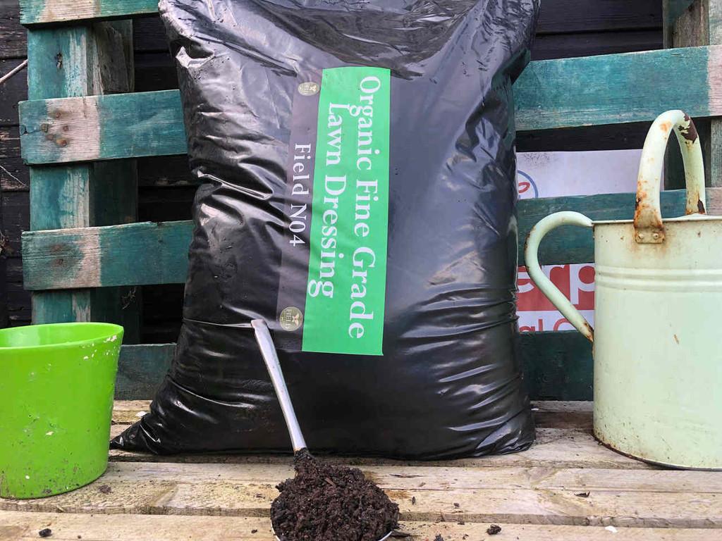 Organic fine grade lawn dressing (40 Ltrs)