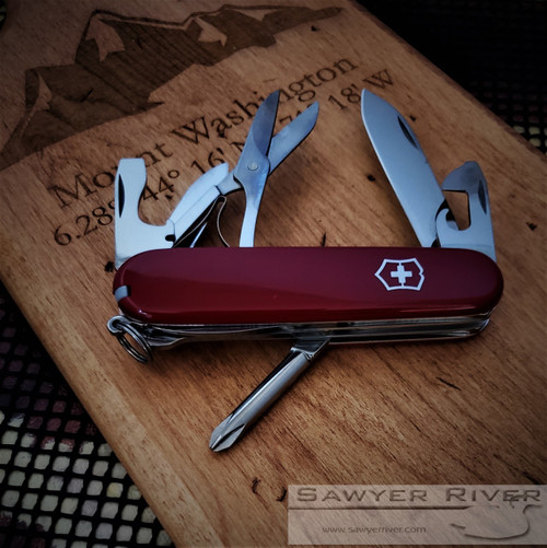 VICTORINOX HIKER IN RED