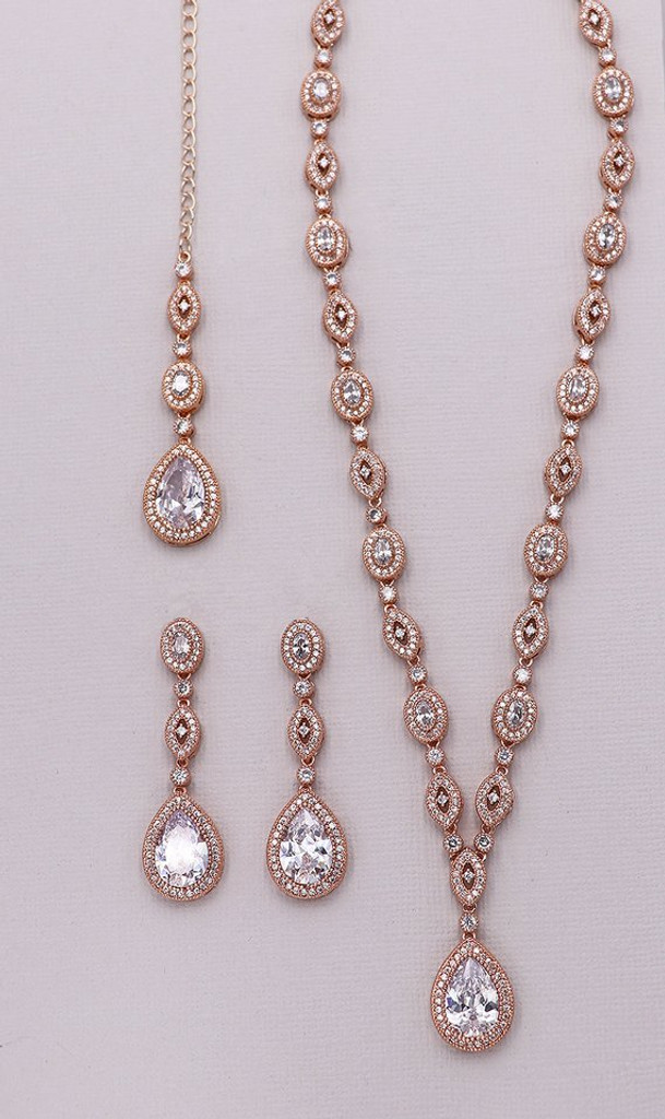 Annalise Long Jewelry Set with Dramatic Backdrop