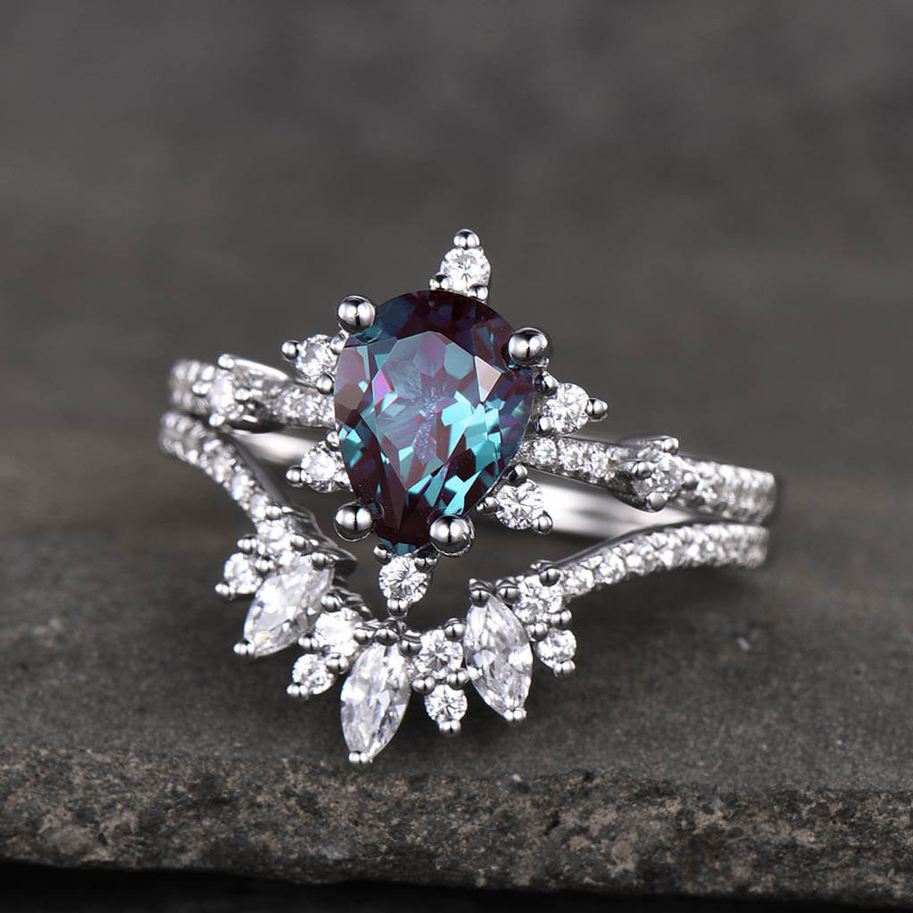 14K/18K Gold Pear Shaped Alexandrite Diamond Art Deco Color Change Engagement Ring Set