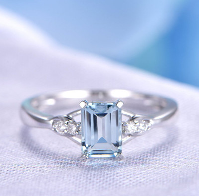 aquamarine engagement ring white gold