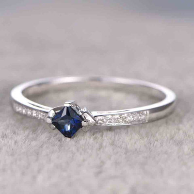 Princess Cut Sapphire Engagement Ring blue