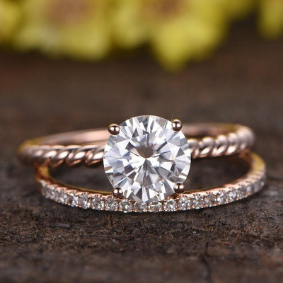 Round Moissanite Solitaire Engagement Ring Set