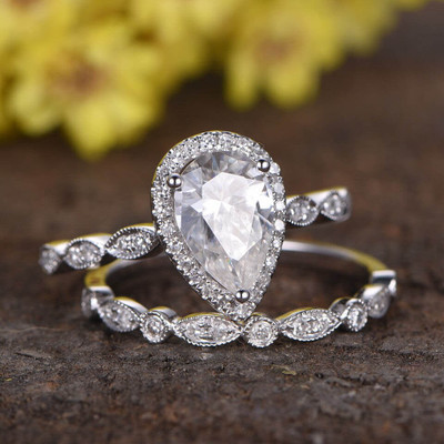 1.5 Carat Pear Shaped Moissanite Wedding Ring Sets