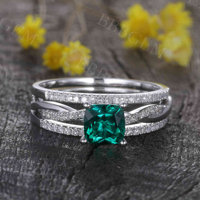 Cushion Cut Emerald Engagement Ring Set 4
