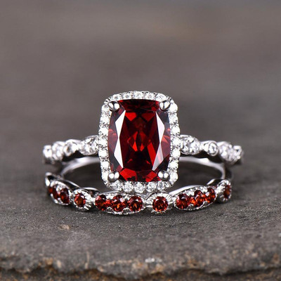 garnet engagement ring and wedding  band 0