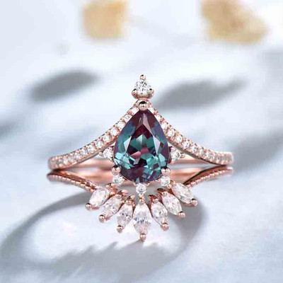 Pear shaped Alexandrite Engagemnt Ring And Moissanite Wedding band 0