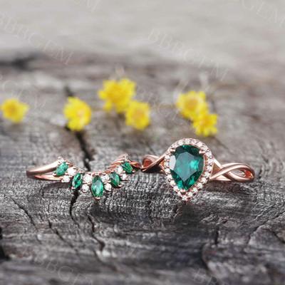 Emerald Diamond Engagement Ring 01