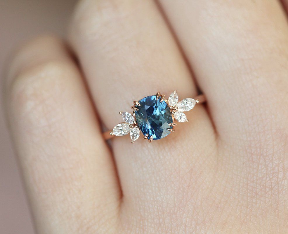 How to buy 18k blue sapphire engagement rings?