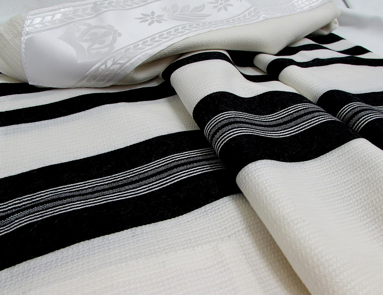 David Tashbetz Black-Striped  Nonslip Tallit