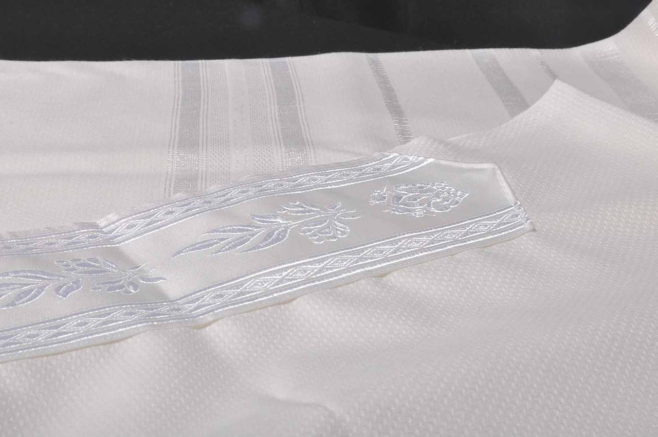Tashbetz White-on-White Nonslip Tallit