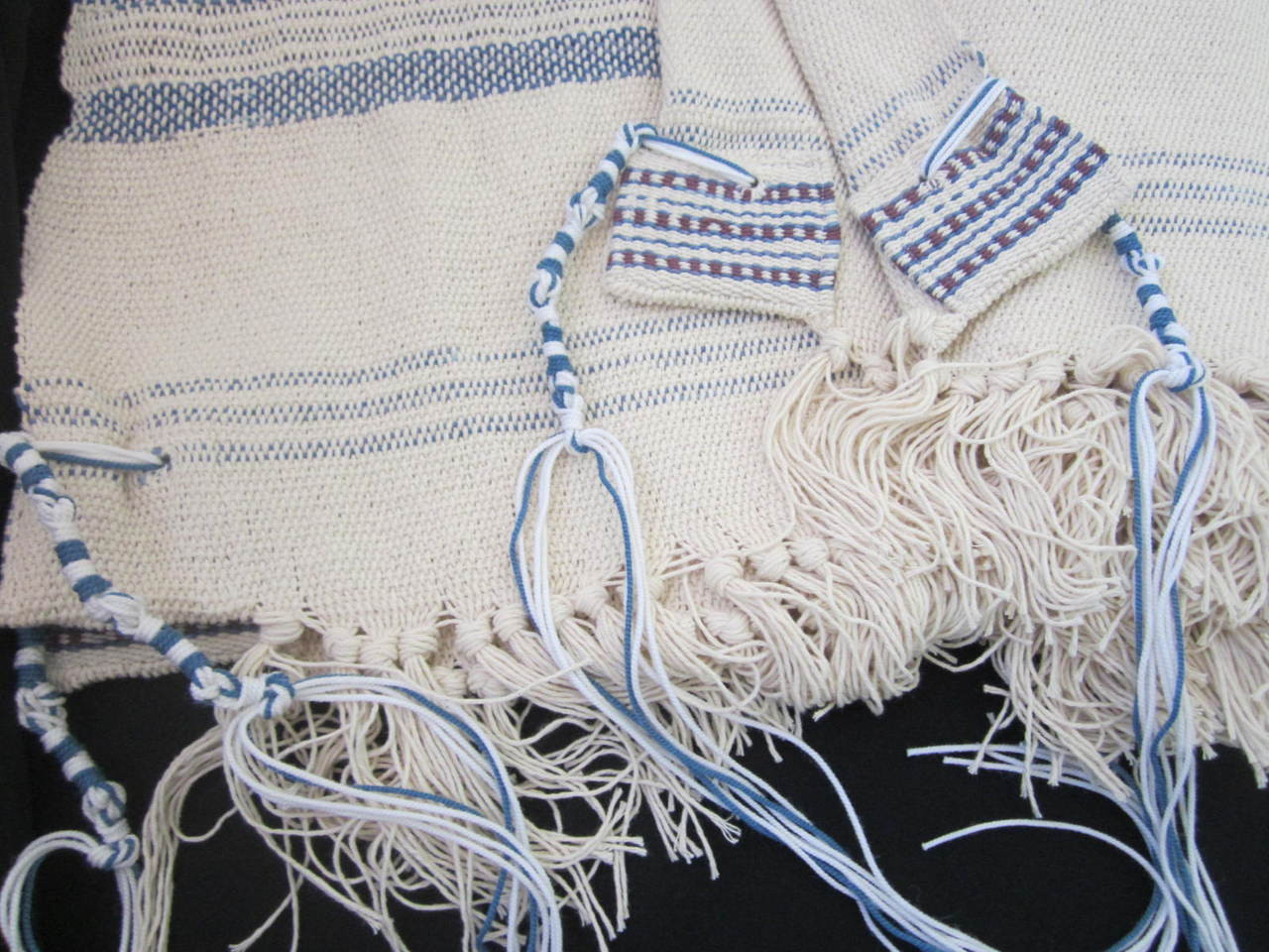 Kedma Classic shown with thick Ptil Tekhelet tzitzit tied according to the Vilna Gaon