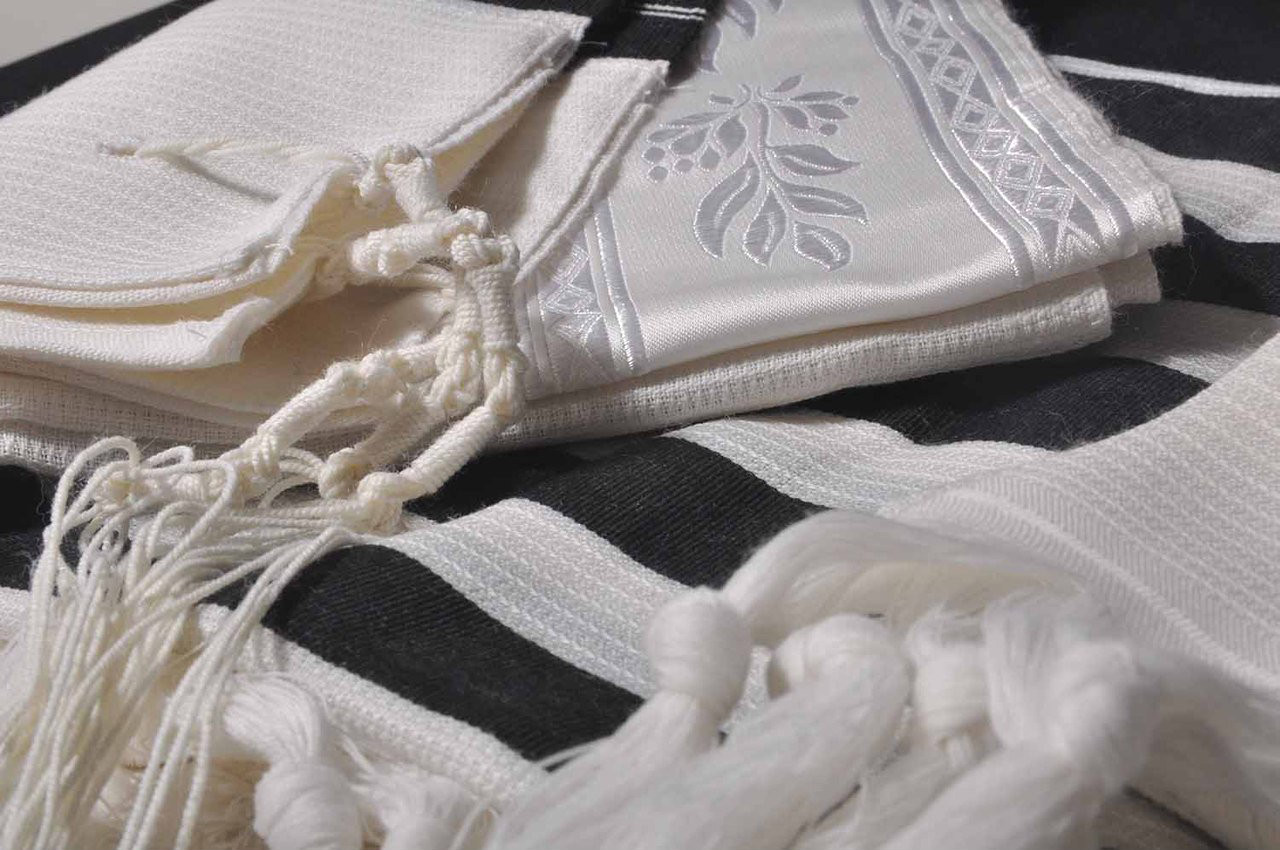 Tashbetz Black-Striped  Nonslip Tallit