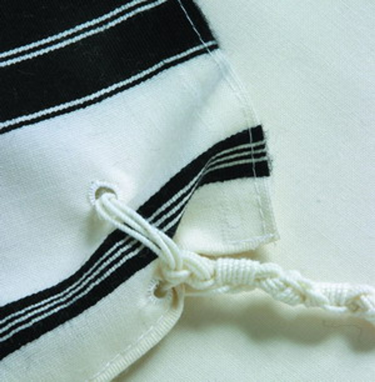 Vertically aligned tzitzit holes
