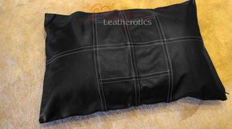 Getäfelter Kissenbezug aus echtem Leder 1
