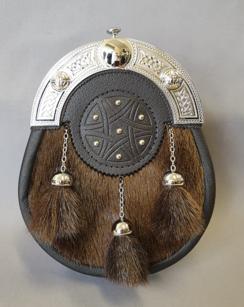 Brown seal skin sporran with leather targe