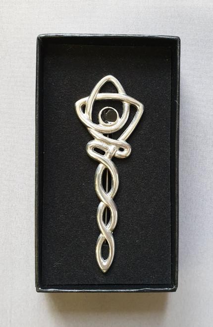Celtic kilt pin with black stone
