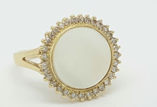 Vintage 18k Yellow Gold Diamond and Mother of Pearl Cluster Ring Size 5