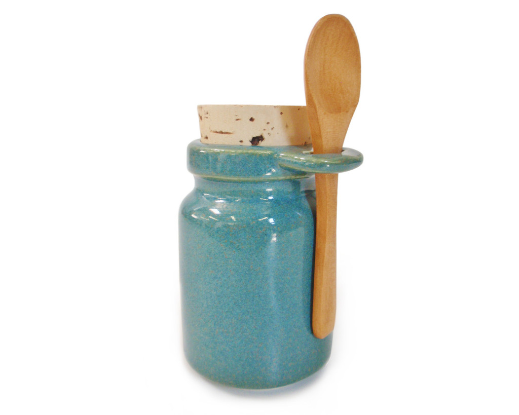 Jade Green storage jar includes a wooden spoon, a food-grade cork stopper (This color also goes great with our Green Burst Nasal Pot)