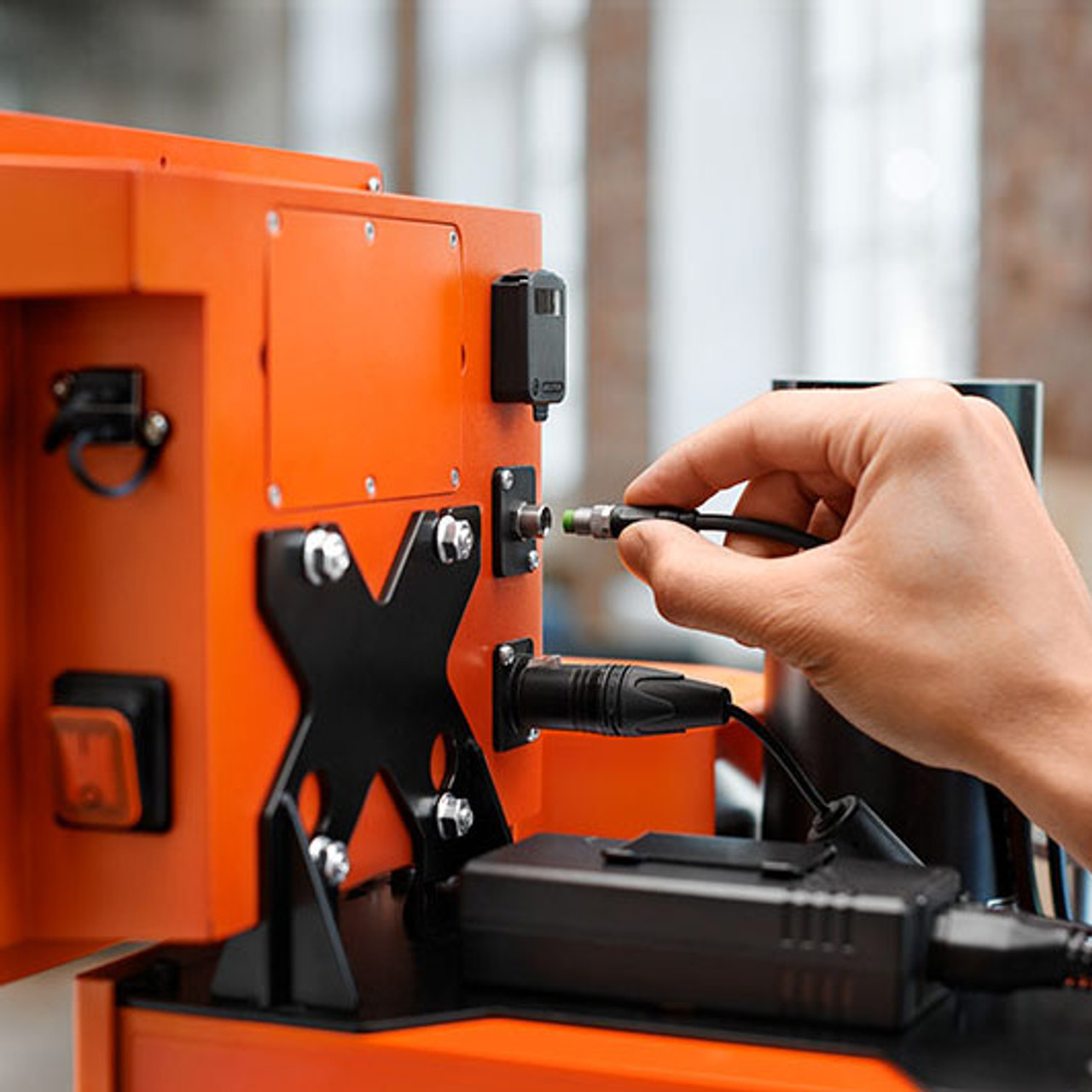Attaching the connection cable of the EASYSTICK ruler to the computer