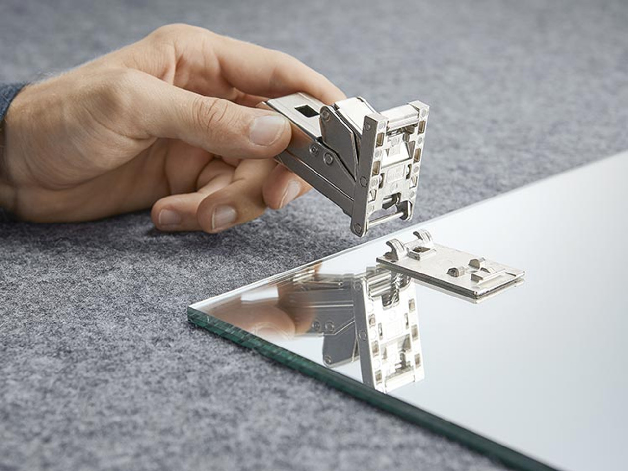 CRISTALLO hinge requires adhesion plate, purchase separately