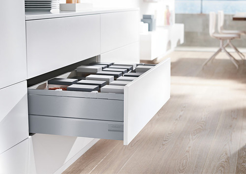 TANDEMBOX antaro D height drawer with metal boxside design elements in grey