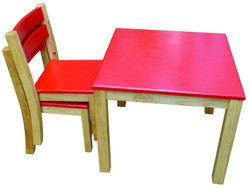 Qtoys Red Top Table & Stacking Chairs