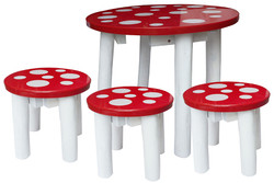 qtoys mushroom table and 3 stools