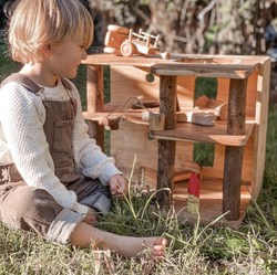 qtoys modern treehouse with girl playing