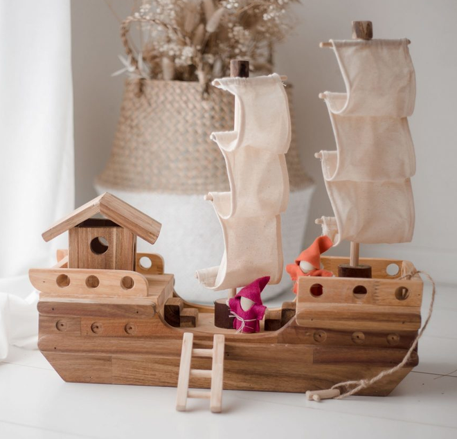 qtoys wooden pirate ship
