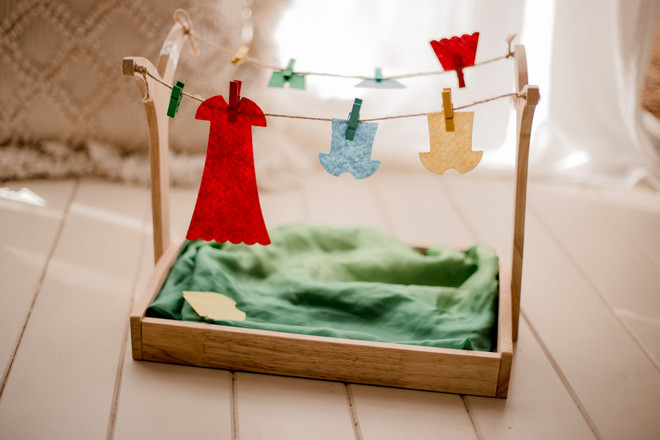 Qtoys Montessori Clothes Hanging