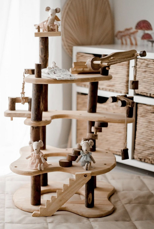 qtoys-three-level-tree-house-toy-play-set-with-mice.png